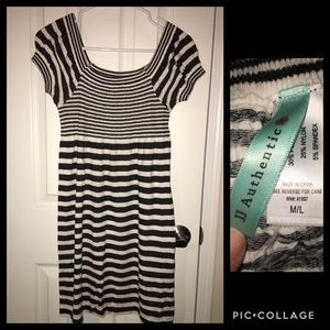 Dresses & Skirts - Comfy black and white striped dress short sleeve
